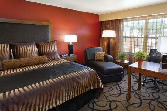 ClubHouse Hotel & Suites : King Guest Room