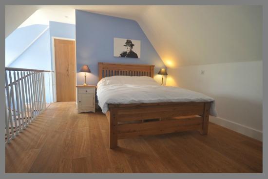 Court Farm Barns: Double ensuite bedroom