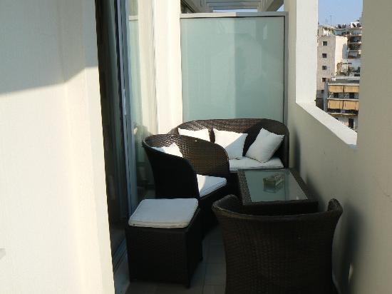 The Athenian Callirhoe Exclusive Hotel: Terraza habitación