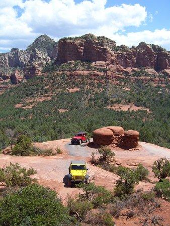 Barlow Jeep Rentals : Jeeps circling Mushroom Rock on the Broken Arrow trail.