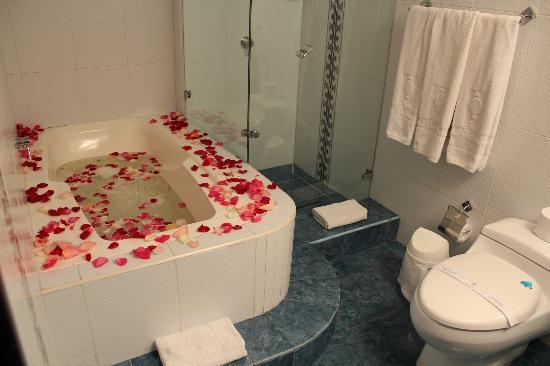 Hotel Centro Internacional: Jacuzzy plan romántico