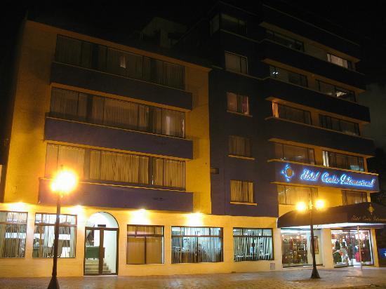 Hotel Centro Internacional: Fachada nocturna