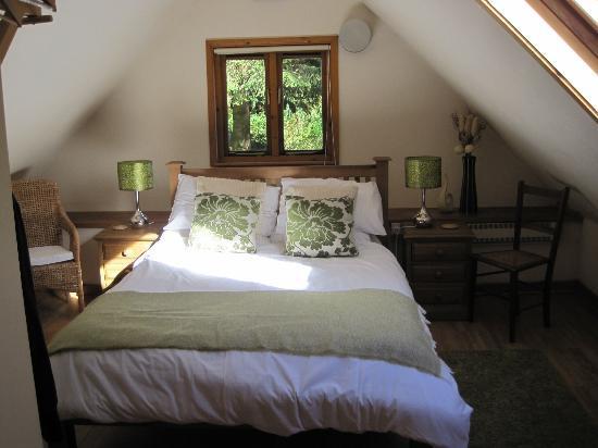 Trallwm Forest Cottages: Siskin bedroom