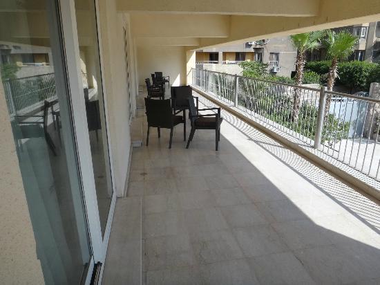Le Meridien Pyramids Hotel & Spa: sedie sul balcone condiviso