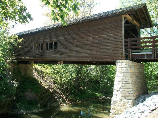Harrisburg Covered Bridge: side of bridge