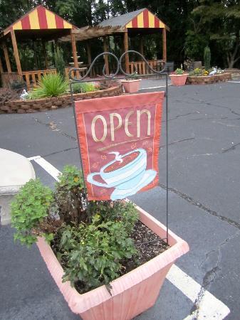 Coffee Break: Side area.