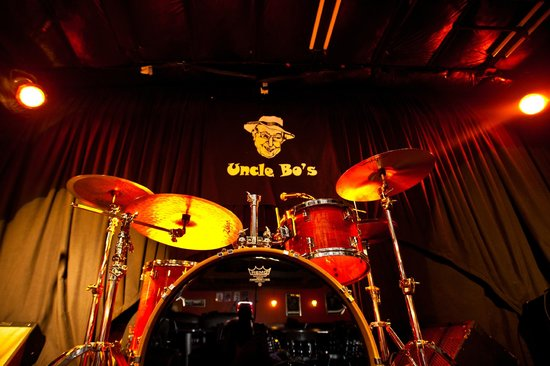 Ramada Topeka Downtown Hotel and Convention Center: Uncle Bo's LIVE