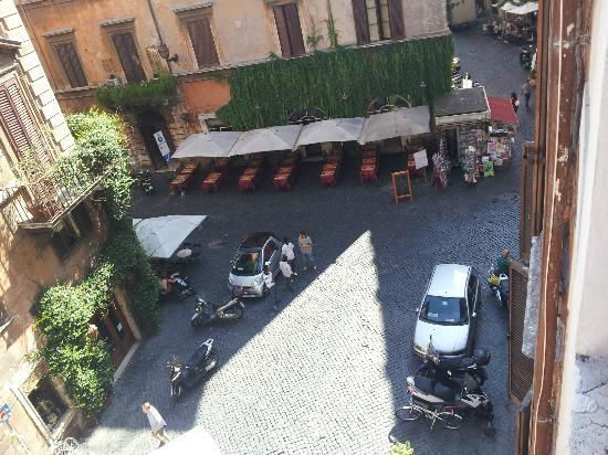 Navona Palace Residenze di Charme: View to frontside Piazza del Fico