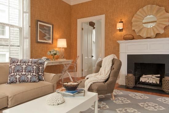 Centerboard Inn: Master Suite Sitting Room