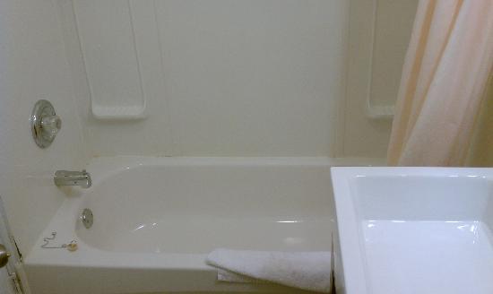 Hotel Villa: Tub