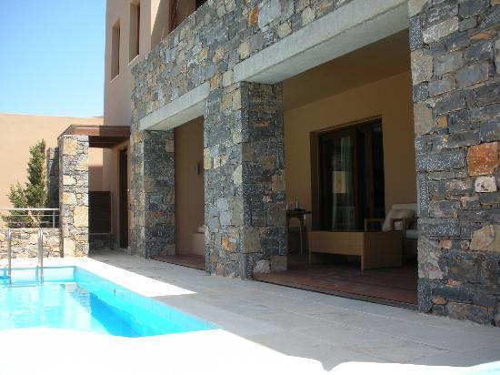Blue Palace, a Luxury Collection Resort & Spa, Crete : Terrasse/piscine privée de la Island suite