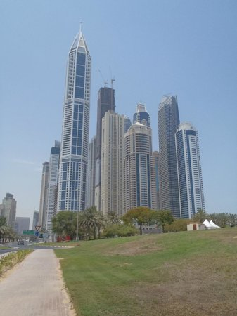 Dubai, Förenade Arabemiraten: A bunch of tall buildings