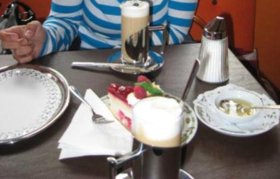 Cafe-Pizzeria Mirabella: Cake and Coffee
