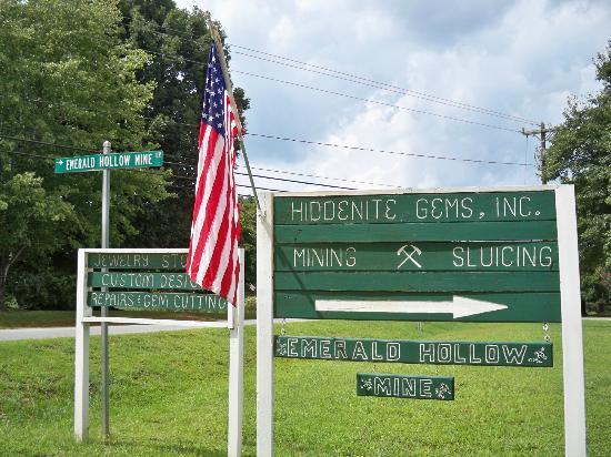 Hiddenite, Северная Каролина: Turn here to get to the mine!