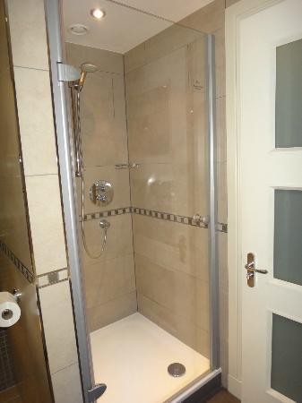 The Westerwood Hotel & Golf Resort - A QHotel: Shower