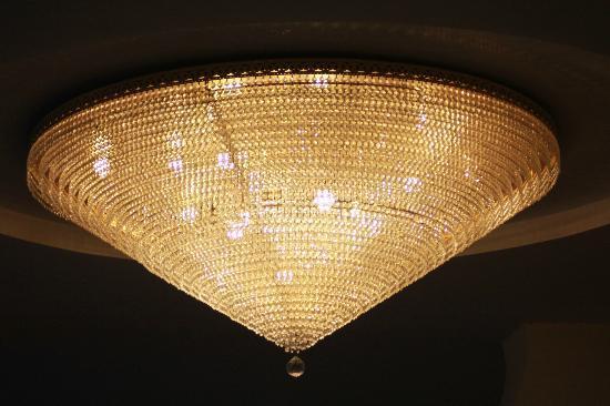 Hotel Agostini : particolare di un lampadario