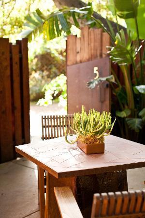 Glen Oaks Big Sur: Adobe Lodge Outdoor Patio