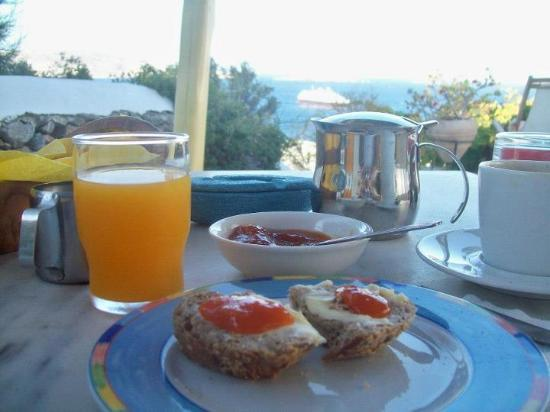 Omiros Hotel: Breakfast on the Terrace