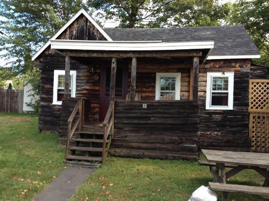 Pemi Cabins: Exterior shot of Cabin 15