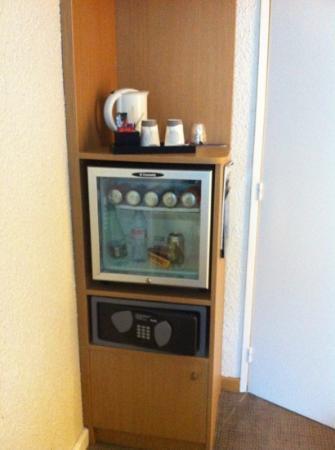 Novotel Caen Cote de Nacre: mini bar ds la chambre