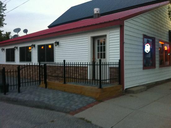 Bridgton House of Pizza: Outside Seating