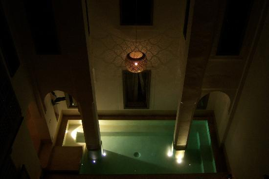 Riad Snan13 : A view at night from the terrace to the wading pool downstairs.