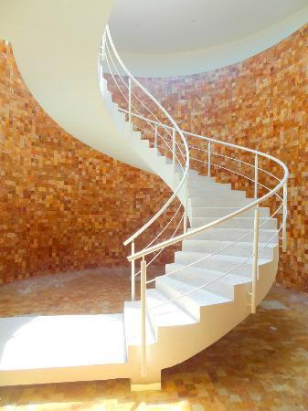 Secrets Huatulco Resort & Spa: Gorgeous staircase in the spa