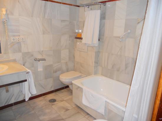Hotel Maestranza: Cuarto de baño