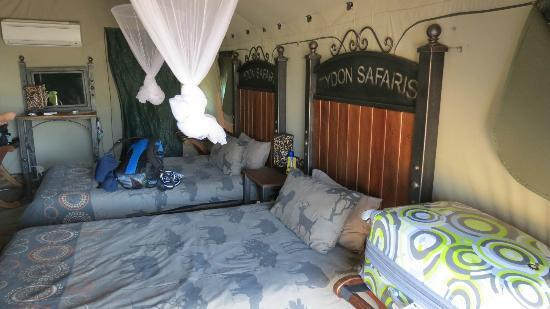 Tydon Safari Camp: Inside tent