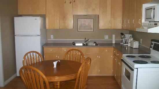 Nestle In B&B: Suite # 5 has a full kitchen with utensils