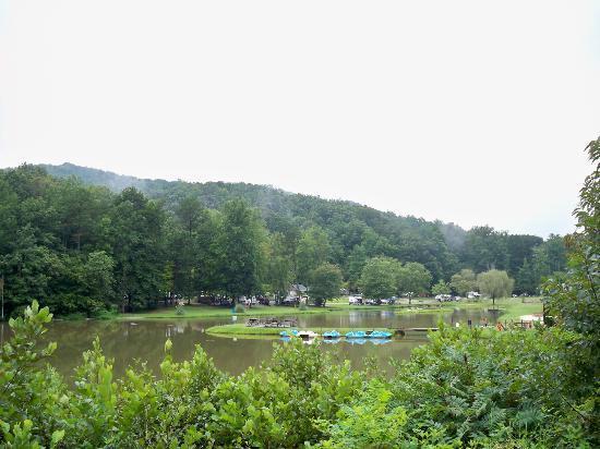 Hidden Creek Camping Resort: View of the Lake