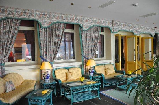 Hotel Ullensvang: terraza cubierta de cara al fiordo