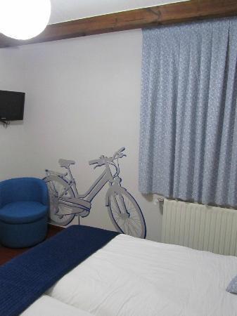 Hotel Arcos de Quejana: Decoración de la habitación