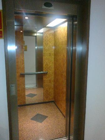 H10 Tindaya: Un ascensore