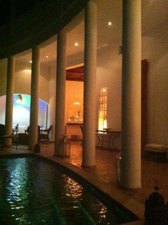 Riad Chergui: Hotelbar Innenhof