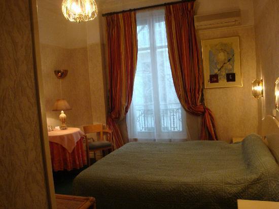 Hotel Cronstadt: une chambre