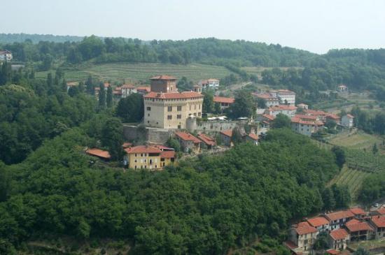 Veduta aerea del Castello di Roppolo