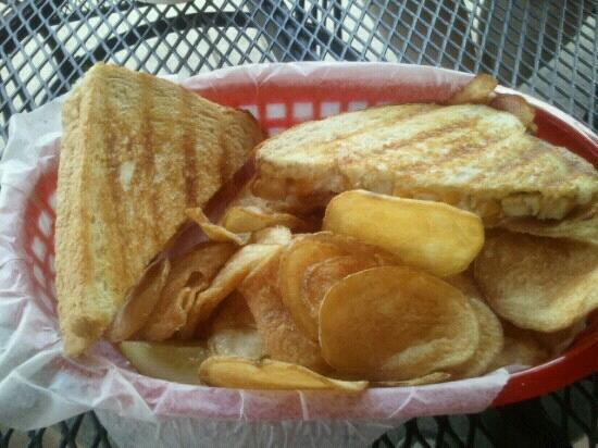 Teddy's Deli : delicious chicken cheddar bacon ranch melt with homemade chips