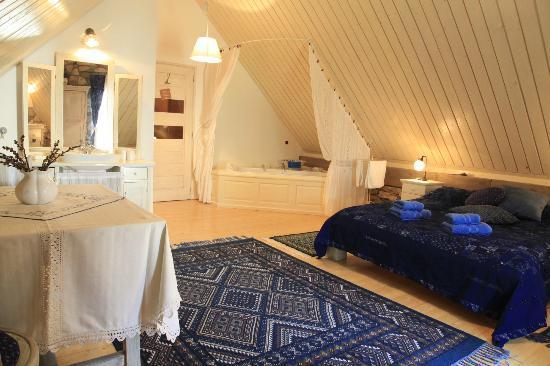 Kali Art Inn: blue room
