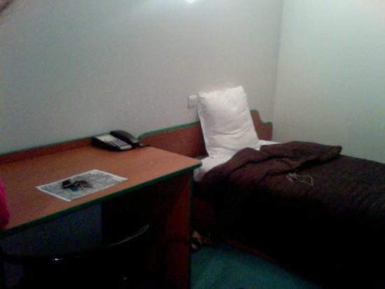 Apart Hotel Les Laureades : Lit / Bureau