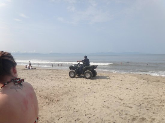ClubHotel RIU Jalisco: beach security lol