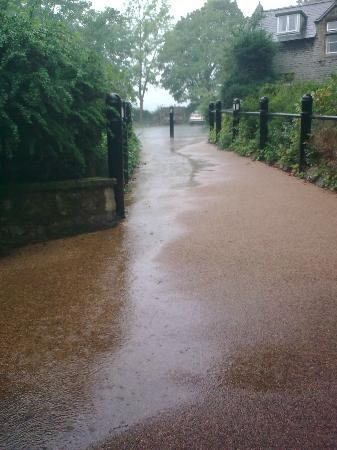 YHA Castleton Losehill Hall: It does rain here you know