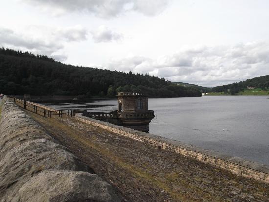 YHA Castleton Losehill Hall: Derwent reservoir of Dam Busters fame