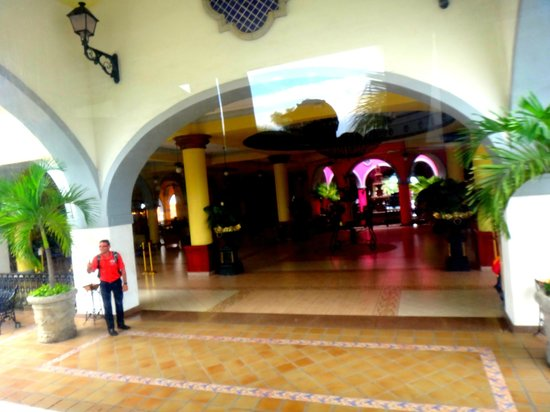 ClubHotel RIU Jalisco: pulling up