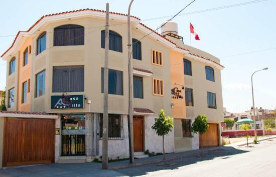 Casa Villa Arequipa: Hotel facade & neighborhood