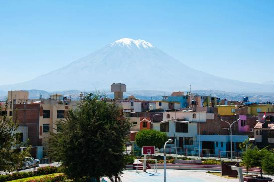 Casa Villa Arequipa: Great view of Misti volcano from rooftop!