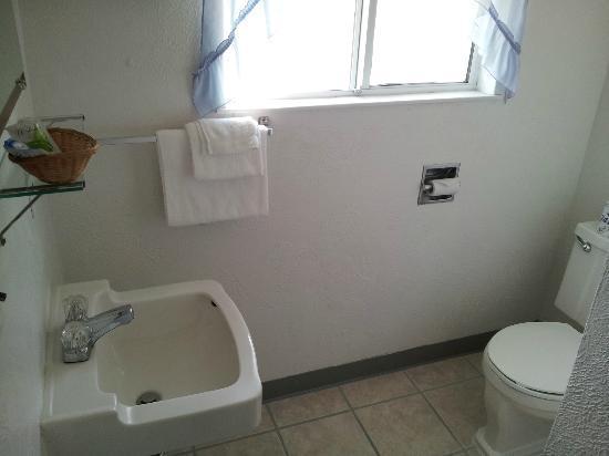 Mountain View Inn: 1 Queen Bathroom