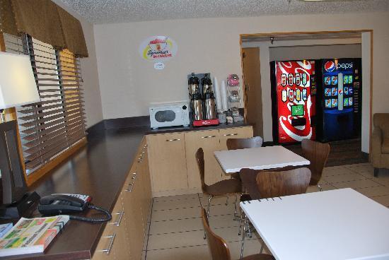 Super 8 Danville VA: Breakfast Area
