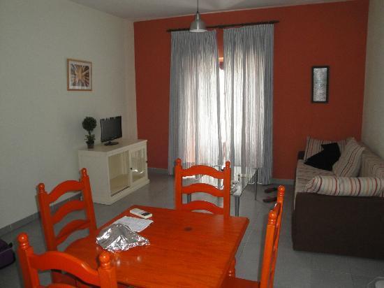 Apartamentos Larga 70: Sala