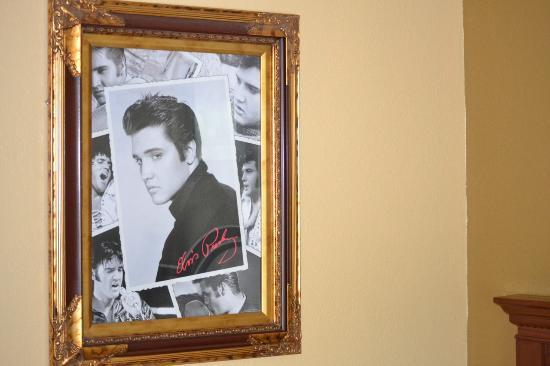 Days Inn Memphis at Graceland: Photos in the room